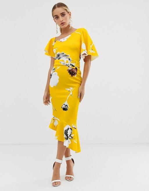 084b3885c15b En bild på en blommig klänning med asymmetrisk skärning från Asos Design.