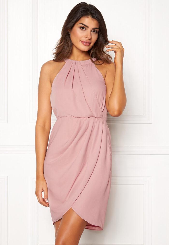 b3ce0a0eddab En bild på en klänning i skär chiffong från Chiara Forthi.