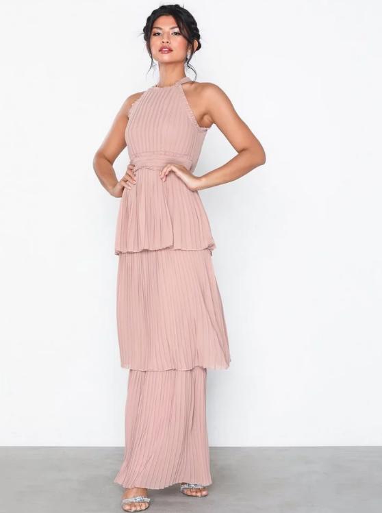 041f16386baf 52 fina klänningar till alla stora fester i sommar   ELLE