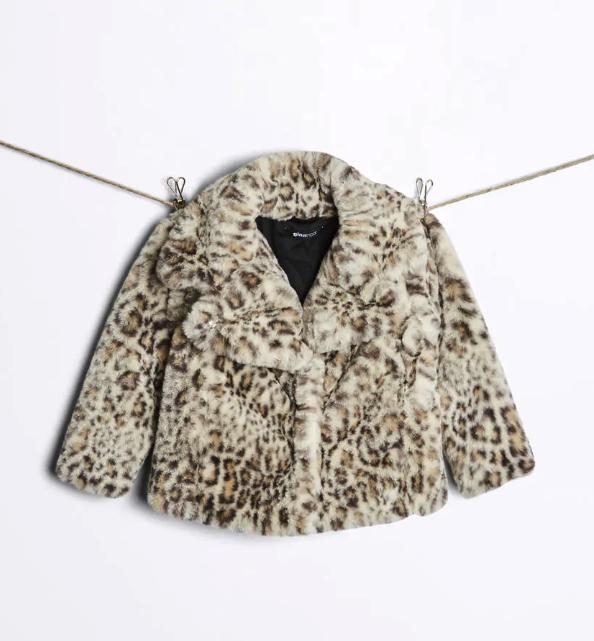 leopardmönstrad fuskpäls från Gina tricot mini