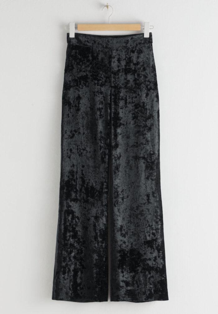Svarta sammetsbyxor för dam till festen