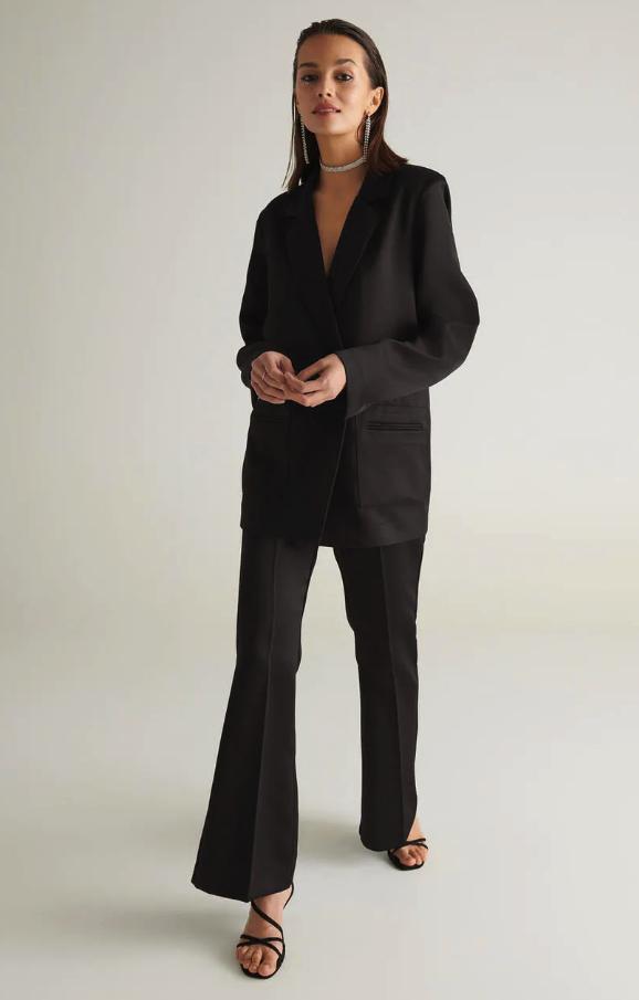Svart kostym i satin för dam till 2019