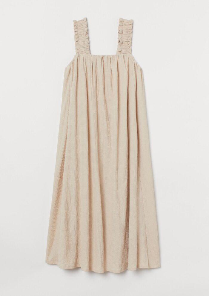 Beige klänning med rosett baktill på rea 2020