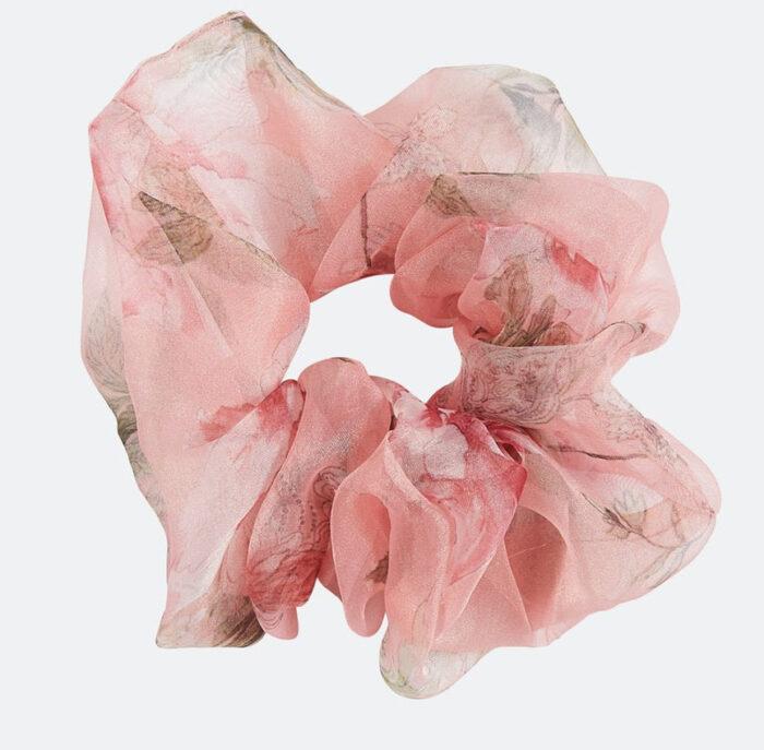 rosa scrunchie med blommor