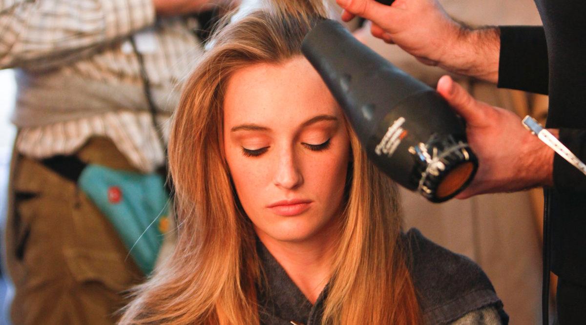 hur fönar man håret