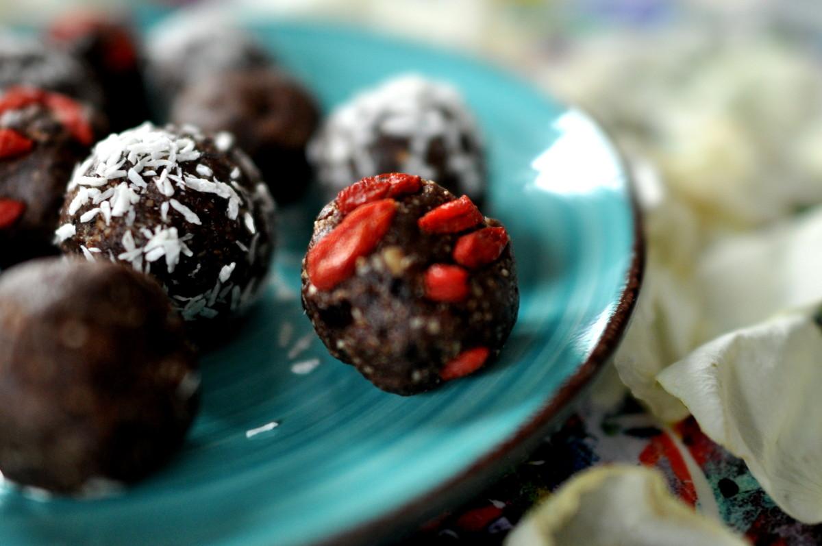 chokladbollar med dadlar och kokosolja