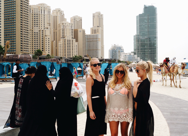 dubai klädsel turist
