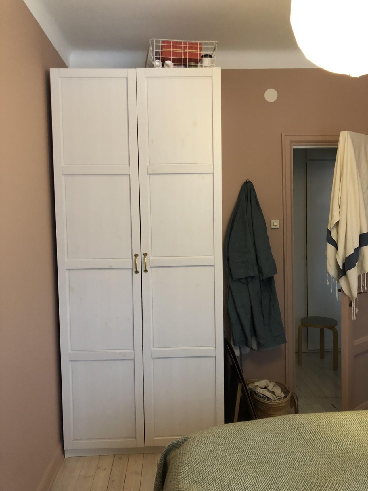 4f4478be5e6a Bakom (halv)stängda dörrar, del 2 – garderoben | Flora Wiström