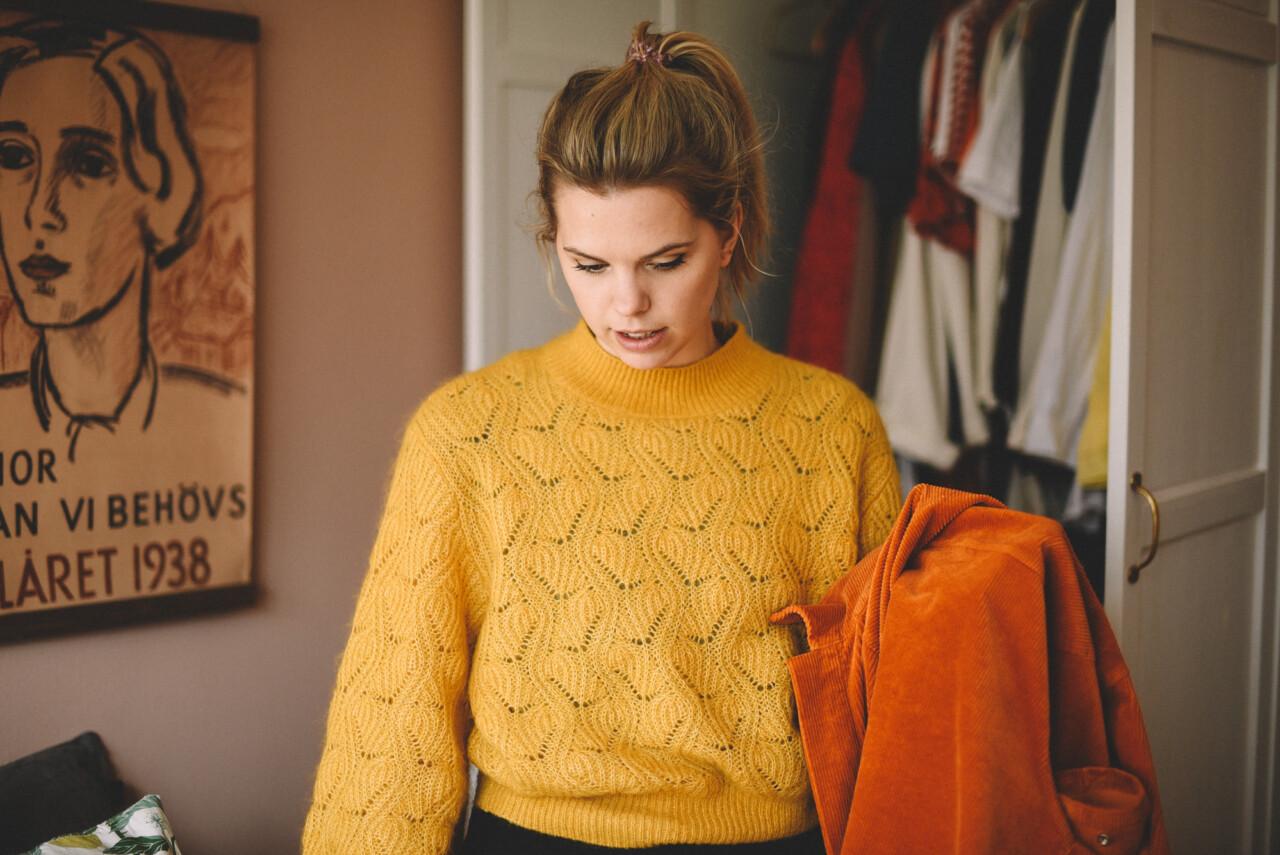 74c05543330e Ett annat plagg jag älskar är hybriden mellan jacka och tröja. Perfekt att  ha inomhus när det är lite kallt men man ändå vill vara fin.