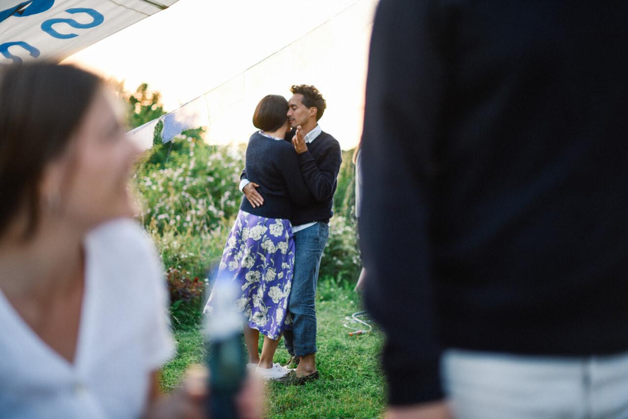 Hur kan jag koppla upp med någon på en fest ingen dating förrän College