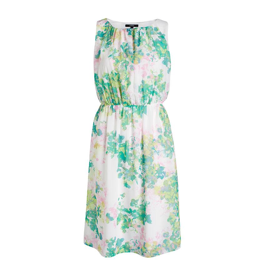ade3f71f1dab Blommig klänning från Lindex. Gröna accessoarer som skor eller väska passar  fint till.