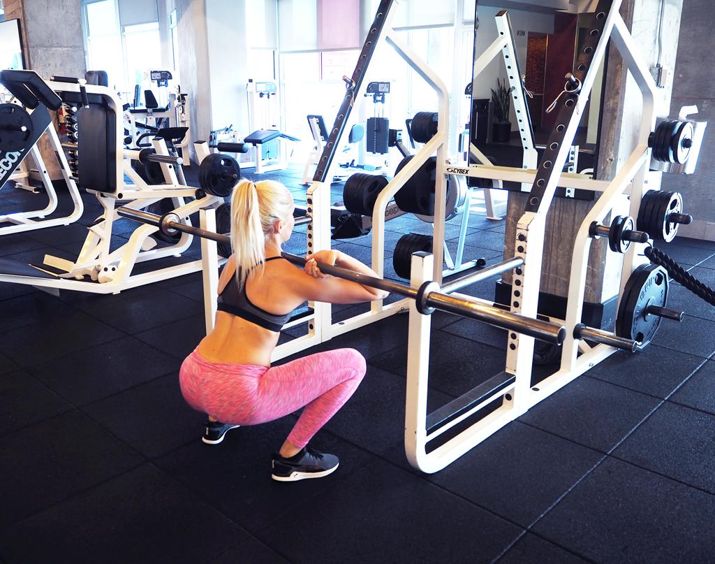 ida-warg-front-squats