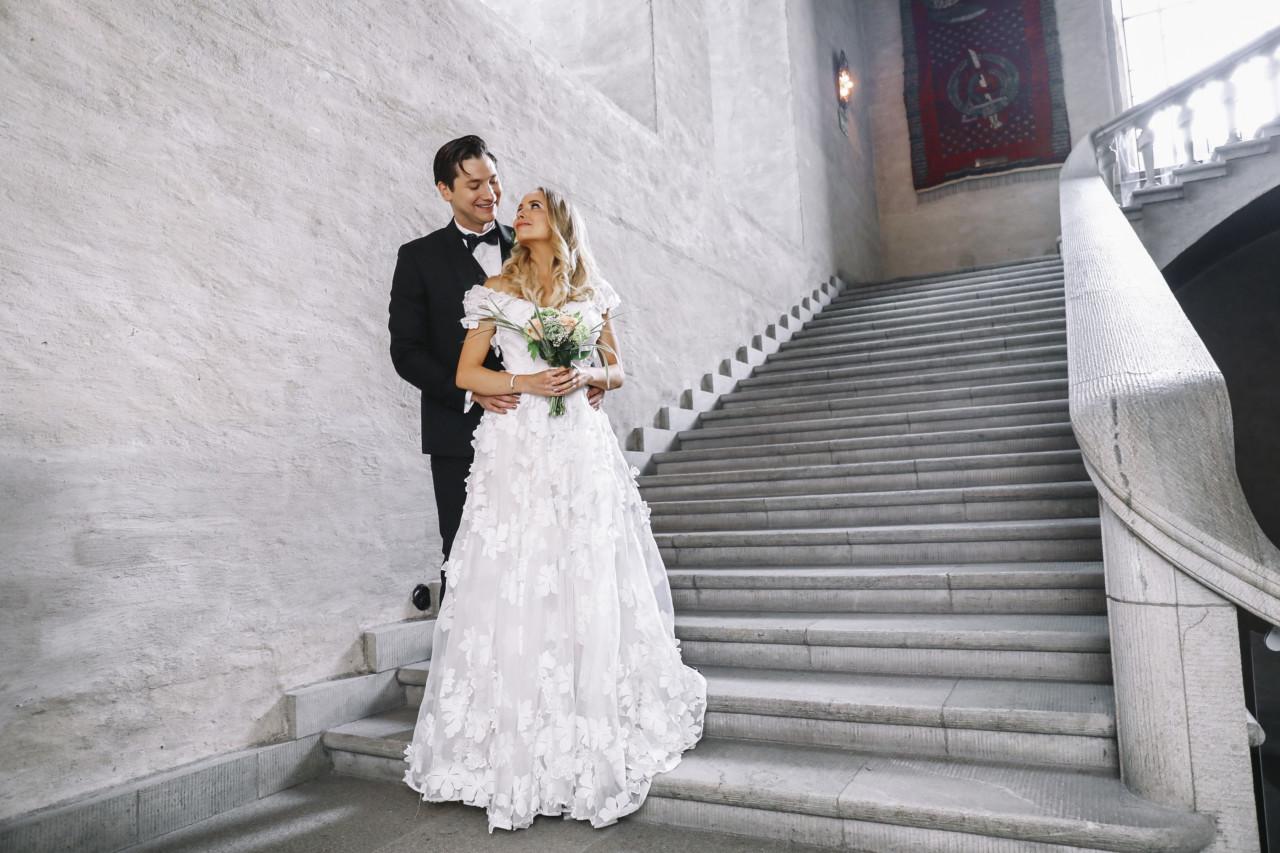 Hitta rätt klänning till stadshus bröllopet